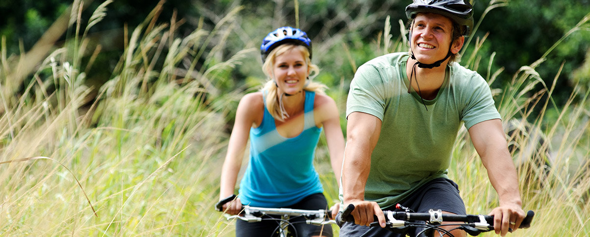 slider_0037_bigstock-Happy-couple-riding-bicycles-o-27173504